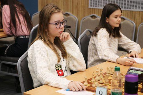 Первенство страны по шахматам среди юношей и девушек до 18 лет. Играет Ульяна Погорельчук.